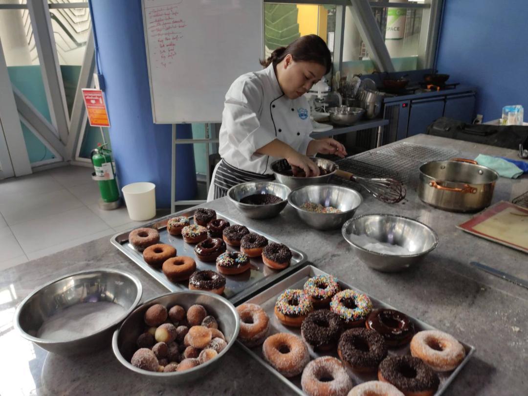 Making Doughnuts Bangkok Thai Cooking Academy